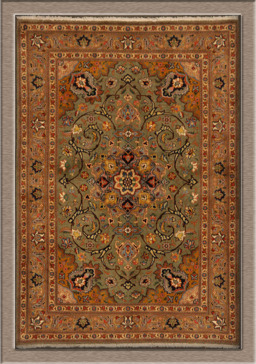 Old Persian Tabriz rug in Perfect Condition